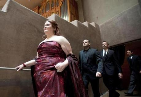 Barbara Quintiliani walks onstage at the Pinnacle Presbyterian Church in Scottsdale, Ariz. Behind her (from left) are soloists Gaston Rivero and Wayne Tigges and conductor Robert Moody.